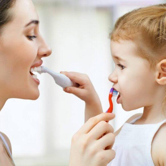 Esti parinte? Iti dezvaluim 6 aspecte controversate legate de stomatologia pediatrica